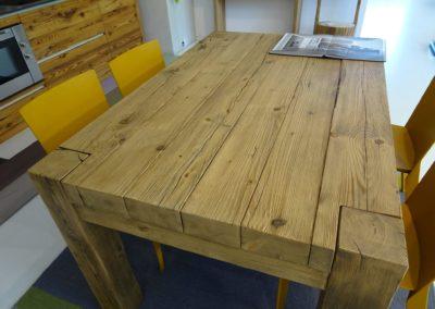 Tavolo in abete vecchio